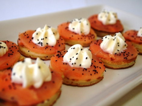 Blini de salmão defumado com cream cheese